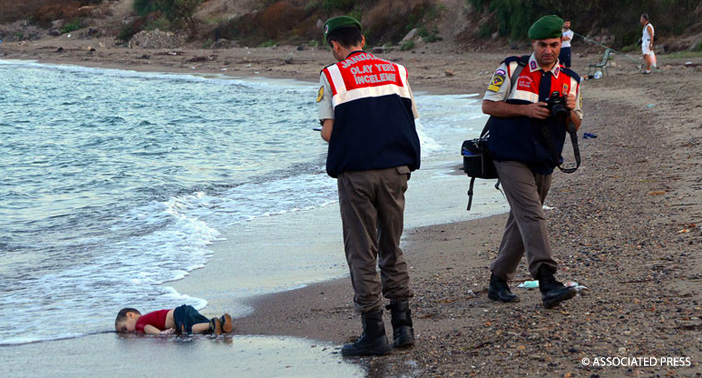 The body of 3 year old Alan Kurdi washed up on the popular tourist beach in Bodrum, Turkey.
