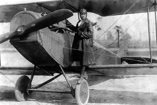 640px-Bessie_Coleman_and_her_plane_(1922)
