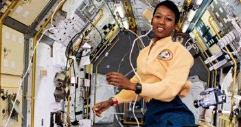 Mission Specialist (MS) Mae Jemison poses in Spacelab-Japan (SLJ), facing forward.  NASA Identifier: sts047-37-003
