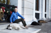 Dr Goodall next to stray dogs outside of her hotel in Athens Greece December 16th 2016_Photographer Fragitsa Katogiritis